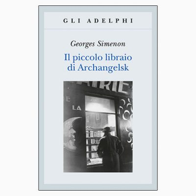"""La copertina de """"Il piccolo librario di Archangelsk"""", libro scritto da Georges Simenon e pubblicato da Adelphi"""