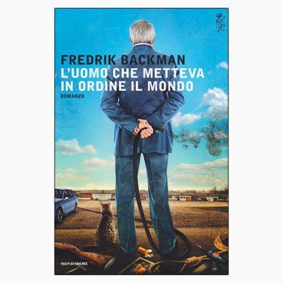 """La copertina del libro """"L'uomo che metteva in ordine il mondo"""" di Fredrik Backman (Mondadori)"""