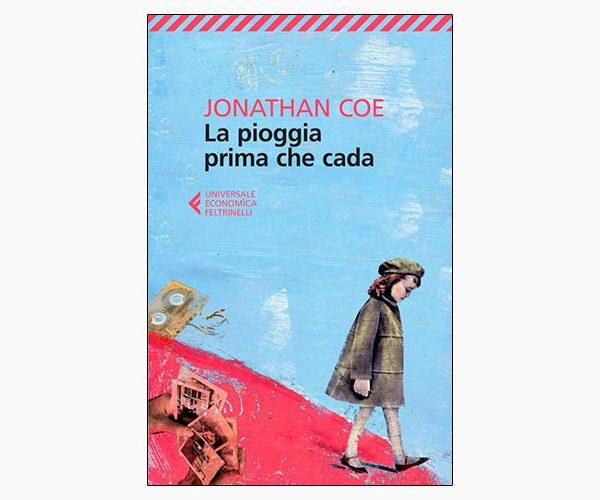 """La copertina del libro """"La pioggia prima che cada"""" di Jonathan Coe (Feltrinelli)"""