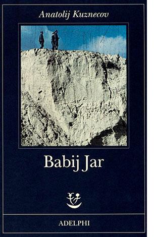 """La copertina di """"Babij Jar"""", libro scritto da Anatolij Kuznecov e pubblicato da Adelphi"""