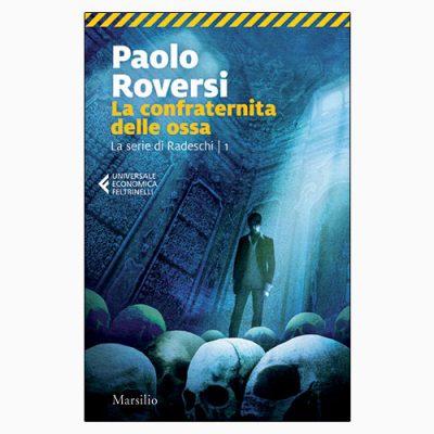 """La copertina del libro """"La confraternita delle ossa"""", scritto da Paolo Roversi e pubblicato da Marsilio"""