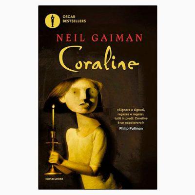 "La copertina di ""Coraline"" di Neil Gaiman (Mondadori)"