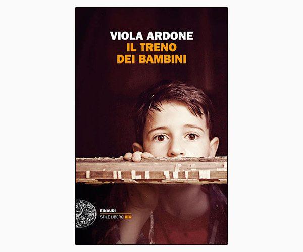 """La copertina del libro """"Il treno dei bambini"""", scritto da Viola Ardone e pubblicato da Einaudi"""