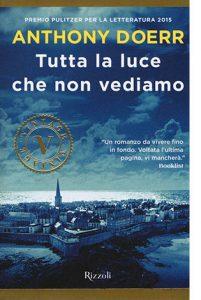 """La copertina del libro """"Tutta la luce che non vediamo"""" di Anthony Doerr (Rizzoli)"""