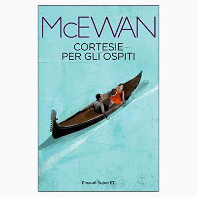 """La copertina di """"Cortesie per gli ospiti"""" di Ian McEwan (Einaudi)"""