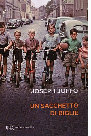 """La copertina del libro """"Un sacchetto di biglie"""" di Joseph Joffo (Rizzoli)"""