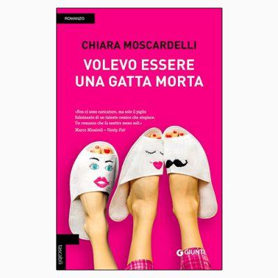 """La copertina del libro """"Volevo essere una gatta morta"""" di Chiara Moscardelli (Giunti)"""