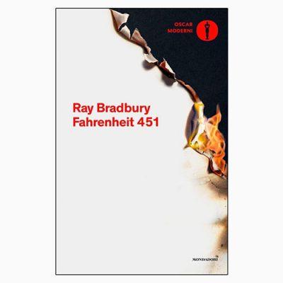 """La copertina del libro """"Fahrenheit 451"""" di Ray Bradbury (Mondadori)"""