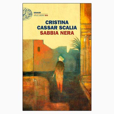 """La copertina del libro """"Sabbia nera"""" di Cristina Cassar Scalia (Einaudi)"""