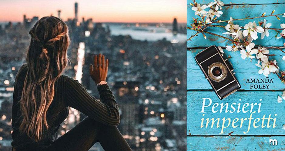 """La copertina del libro """"Pensieri imperfetti"""" di Amanda Foley accanto alla foto di una ragazza di spalle che guarda lo skyline di New York"""