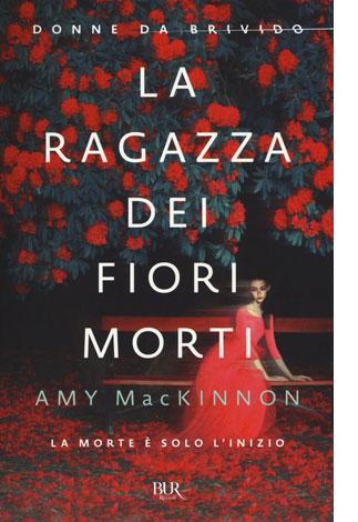 """La copertina del libro """"La ragazza dei fiori morti"""" di Amy MacKinnon (Bur Rizzoli)"""