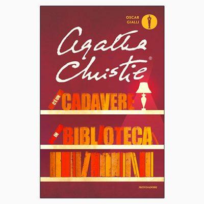 """La copertina del libro """"C'è un cadavere in biblioteca"""" di Agatha Christie (Mondadori)"""