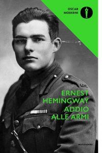 """La copertina del libro """"Addio alle armi"""" di Ernest Hemingway (Mondadori)"""
