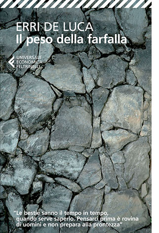 """La copertina del libro """"Il peso della farfalla"""" di Erri De Luca (Feltrinelli)"""