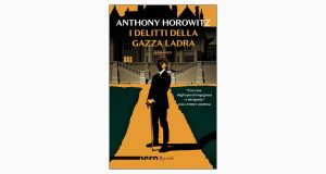 """La copertina del libro """"I delitti della gazza ladra"""" di Anthony Horowitz (Rizzoli)"""