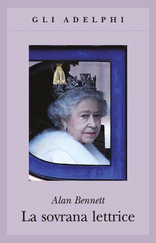 """La copertina del libro """"La sovrana lettrice"""" di Alan Bennett (Adelphi)"""